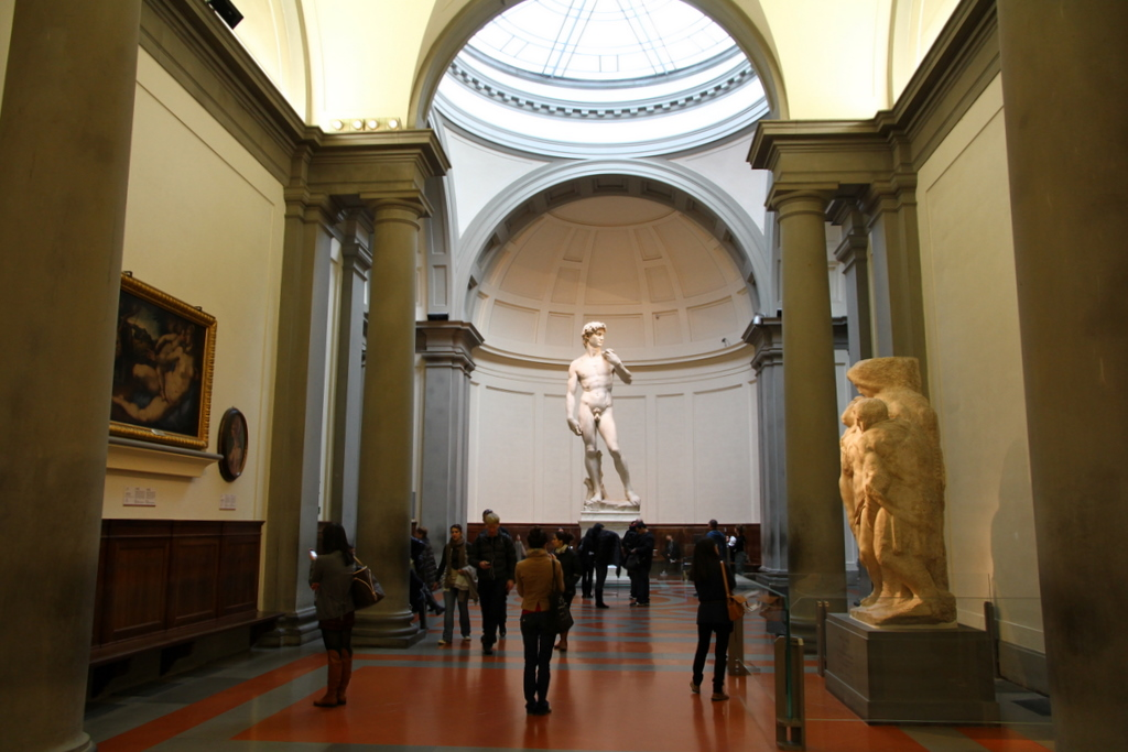 David_by_Michelangelo_in_The_Gallery_of_the_Accademia_di_Belle_Arti